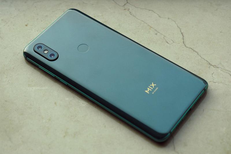 Thiết kế mặt lưng trên Xiaomi MI MIX 3 chính hãng